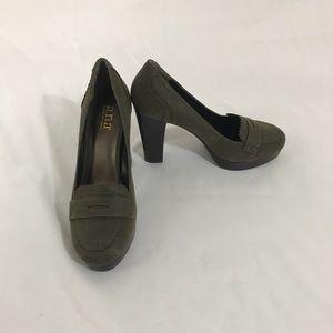Shoes - Olive green flat form heels